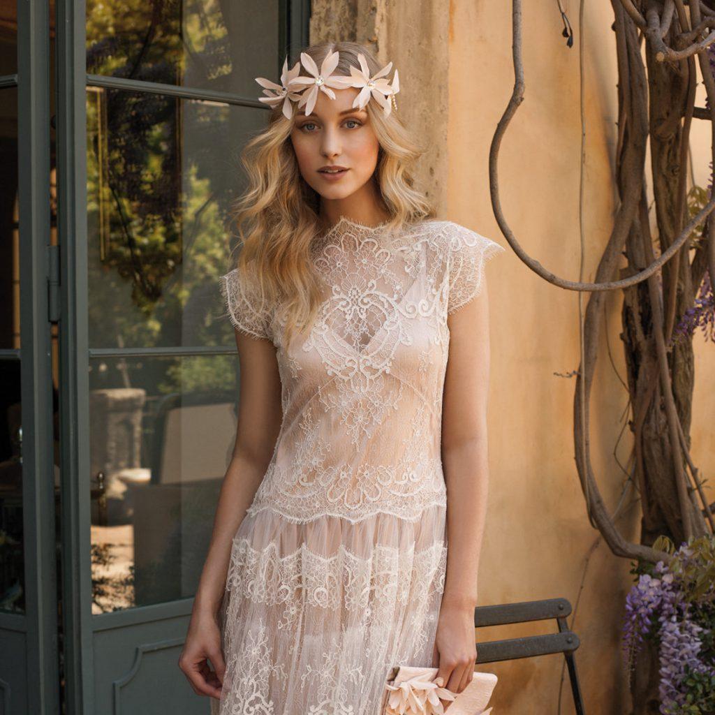 Персиковое свадебное платье с кружевом в стиле бохо