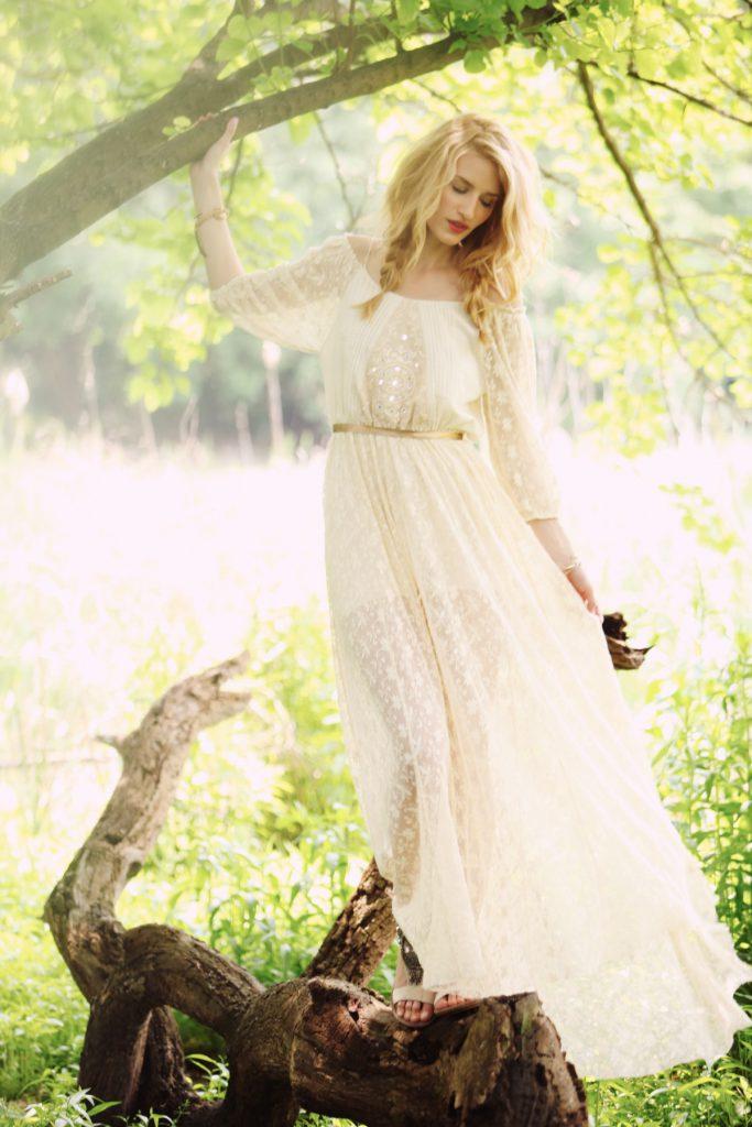 Длинное свадебное платье с блестками в стиле бохо