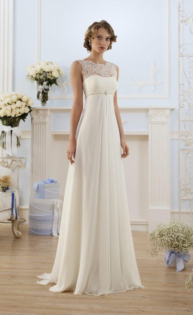 Длинное свадебное платье в стиле ампир с кружевом