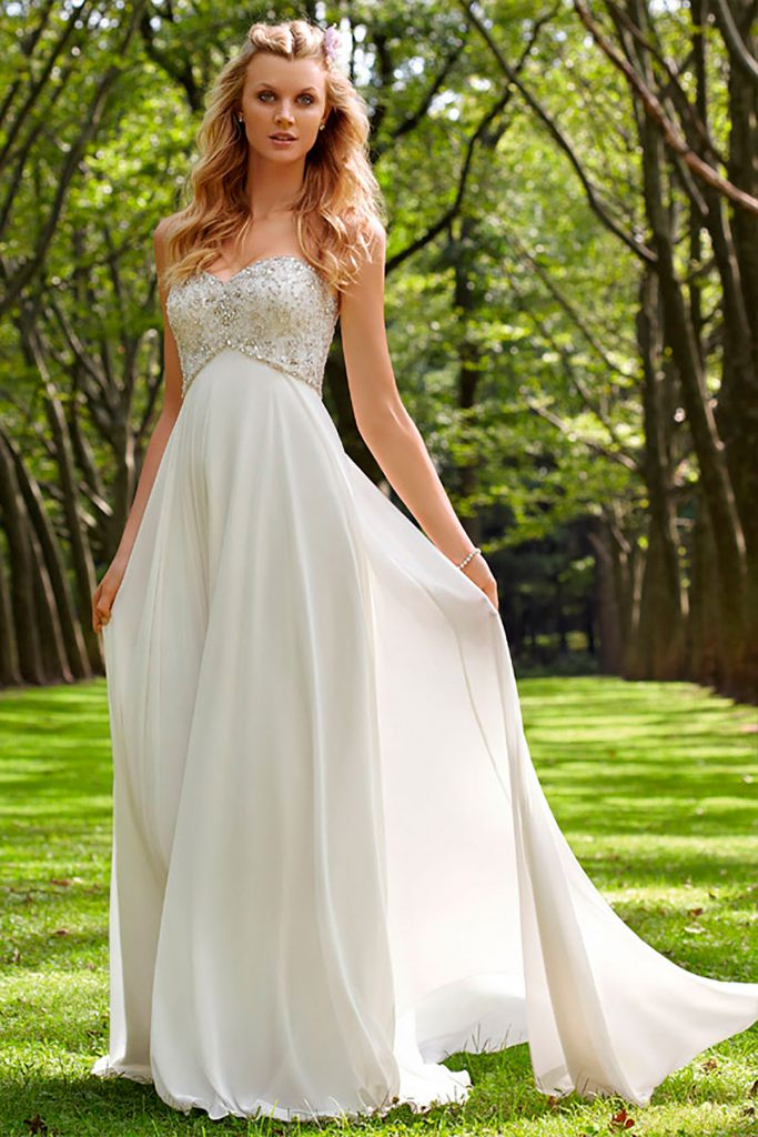 Свадебное платье в стиле ампир со стразами и бусинами