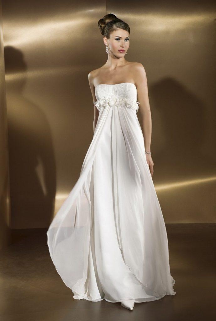 Свадебное платье в стиле ампир с цветами