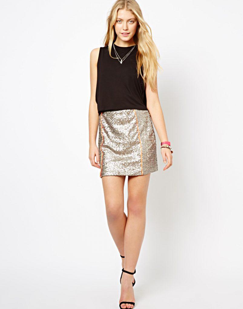 Серебристая юбка с пайетками с черной блузкой