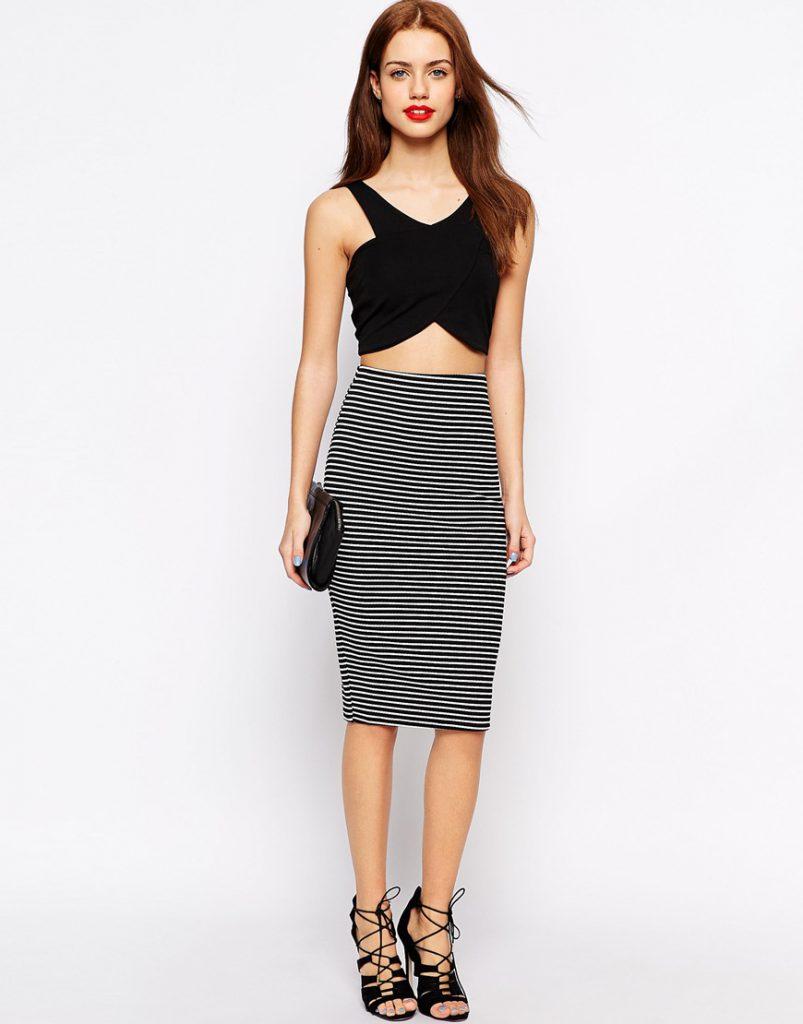 Черно-белая полосатая юбка с черным топом