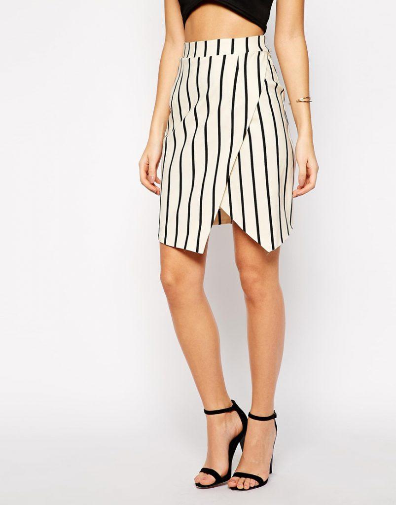 Модная юбка в вертикальную полоску