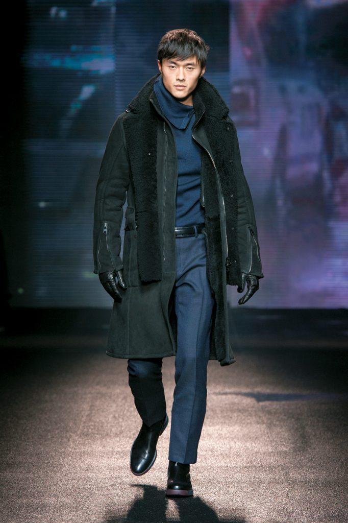Стильное черное мужское пальто