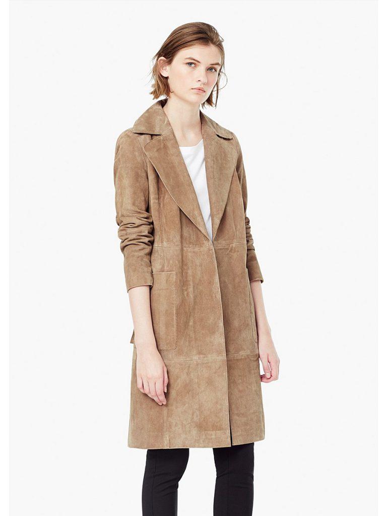 Стильное прямое пальто из замши