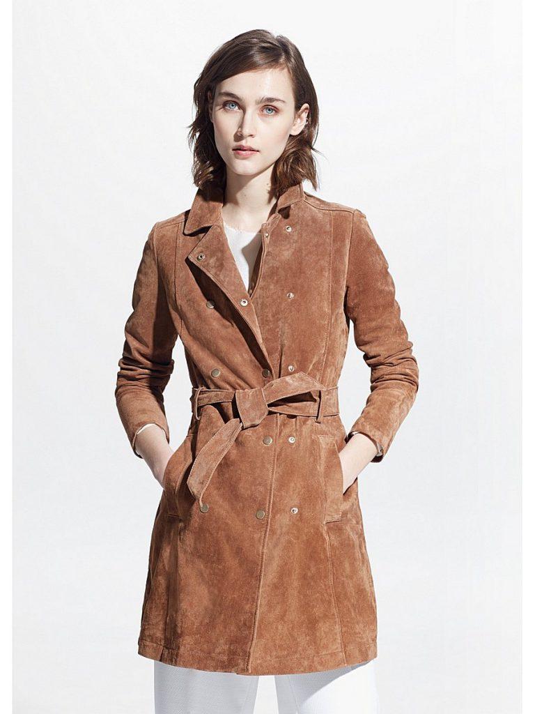 Модное короткое пальто из замши