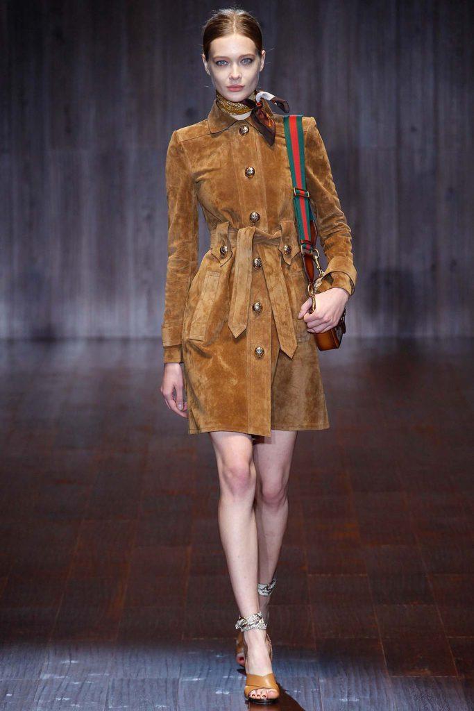 Светло-коричневое замшевое пальто