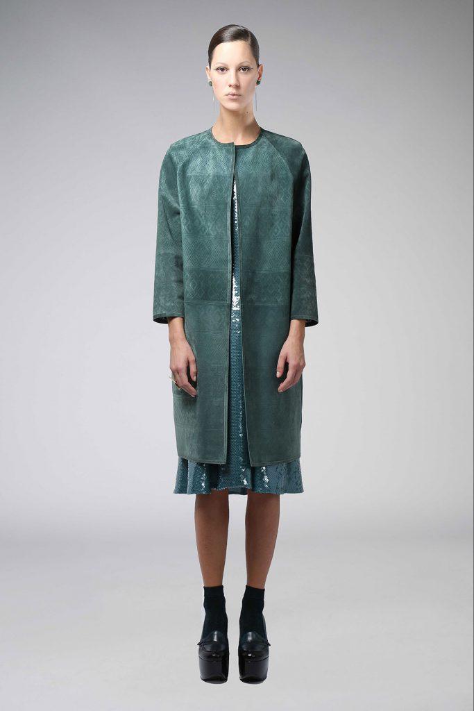 Зеленое замшевое пальто