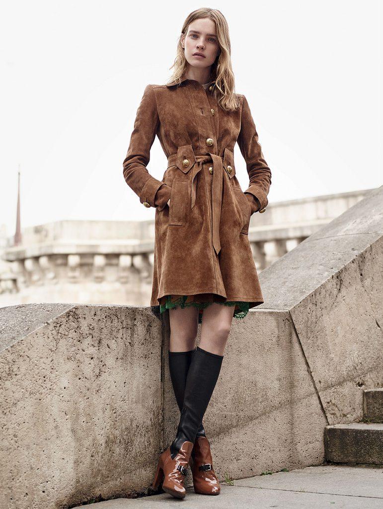 Модное коричневое пальто из замши