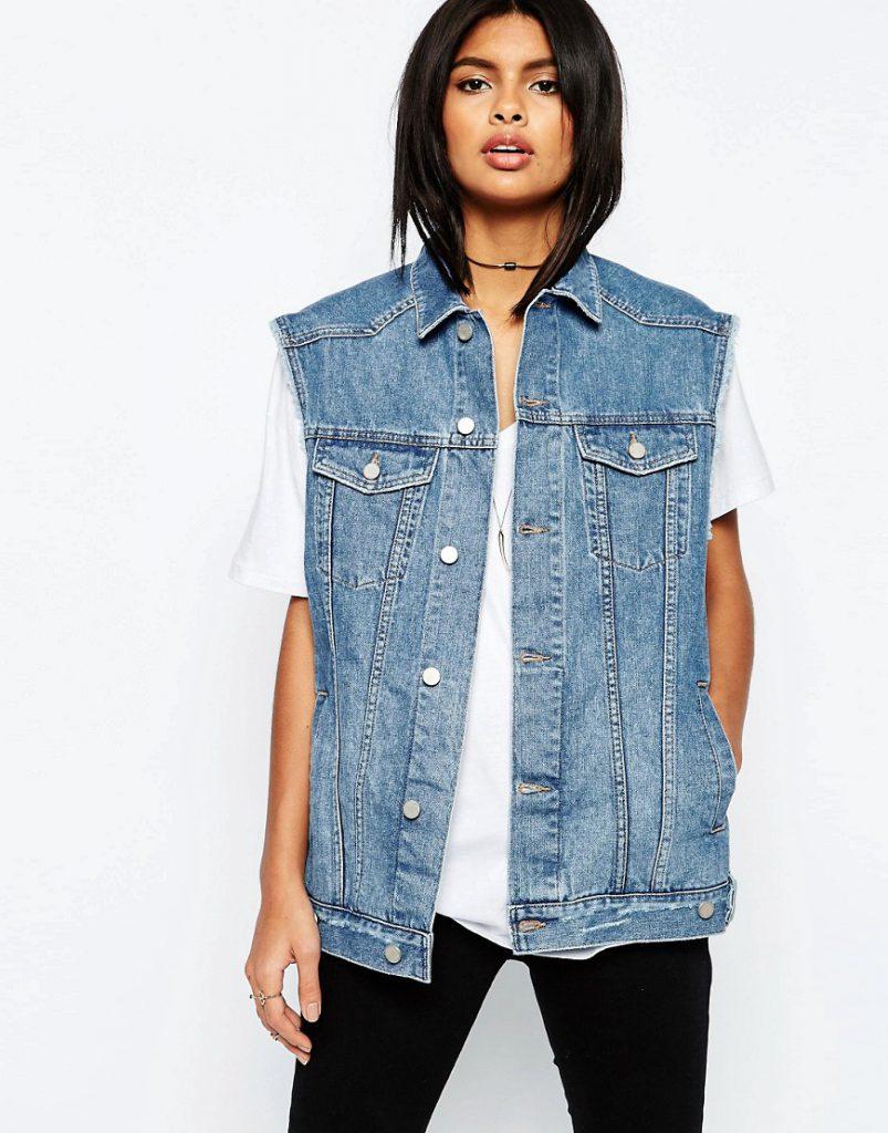Объемная женская джинсовая жилетка