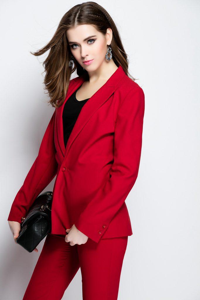 Красный женский смокинг