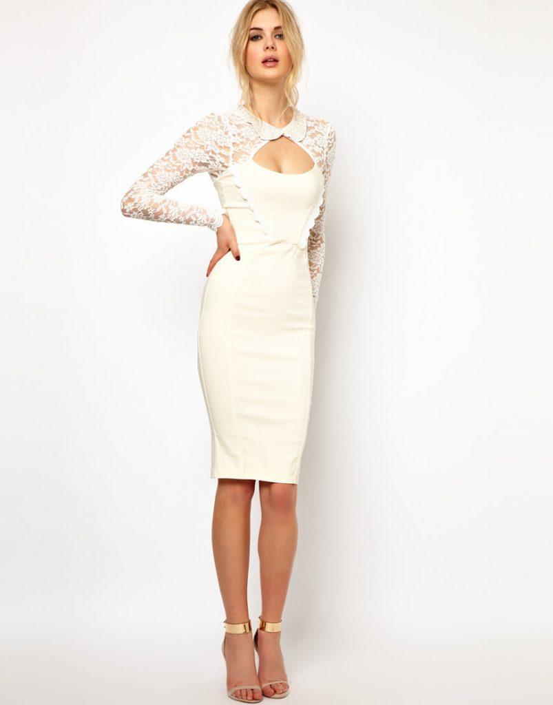 Свадебные золотые туфли с белым обтягивающим платьем