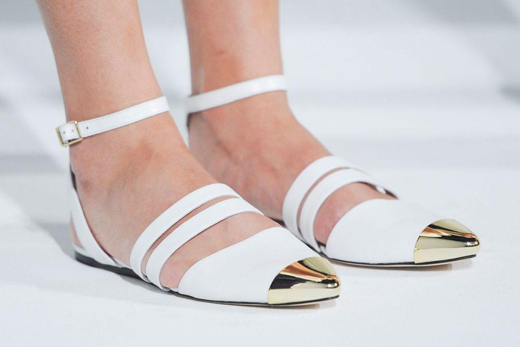 Бело-золотистые балетки с острым носком