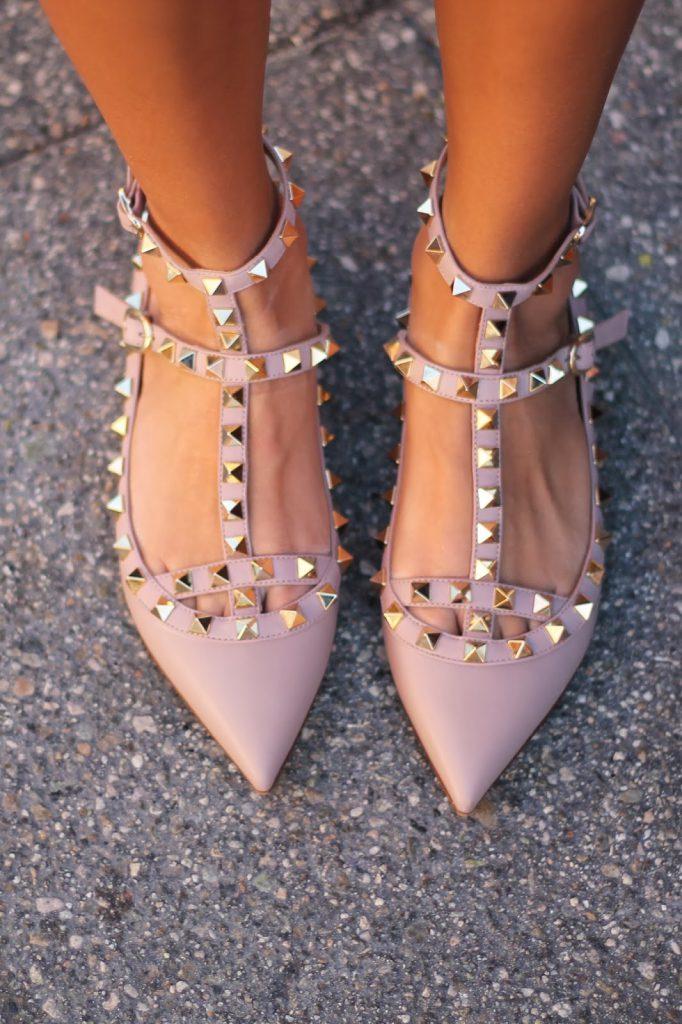 Остроносые розовые балетки с заклепками