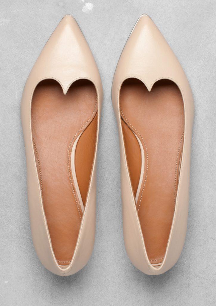 Бежевые балетки с острым носком