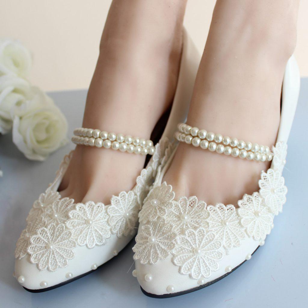Белые свадебные балетки с бусинами