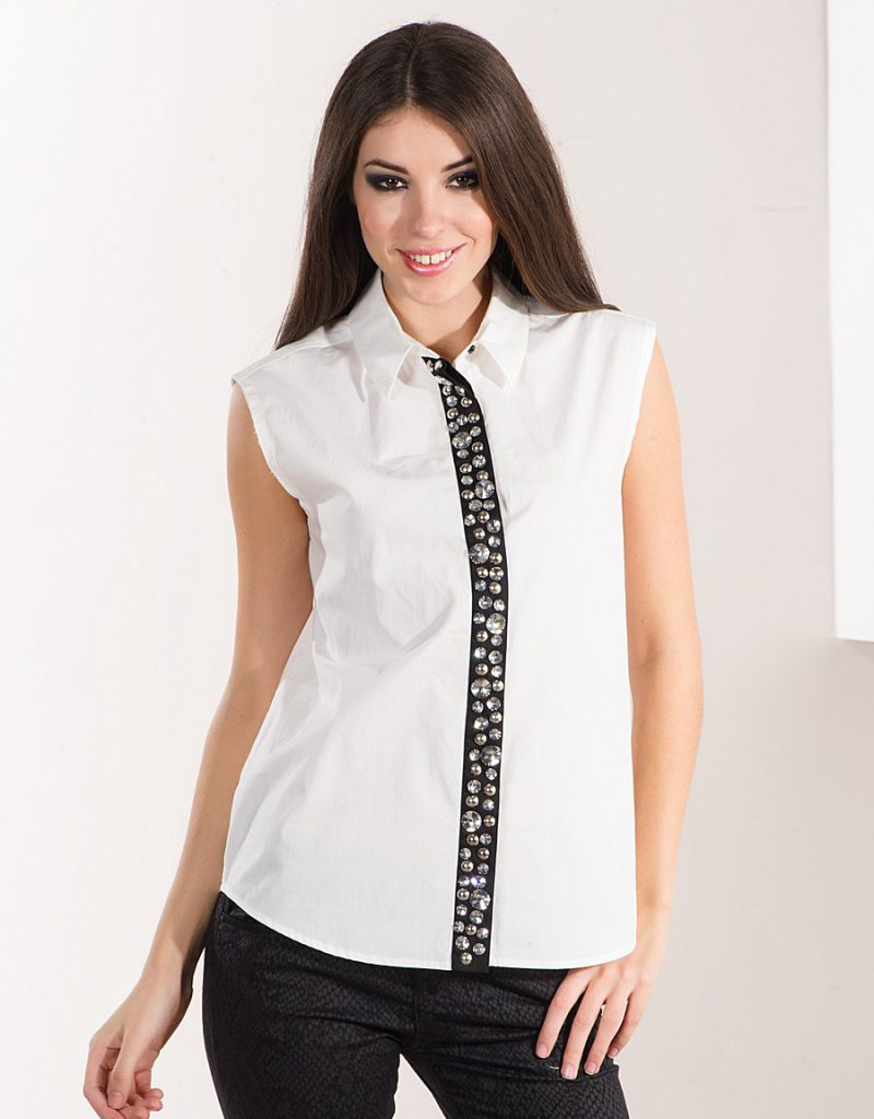 Украшение белой блузки стразами
