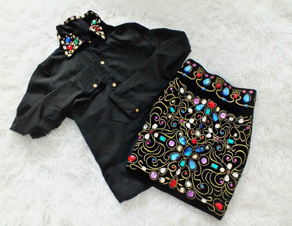 Декор черной блузки и юбки