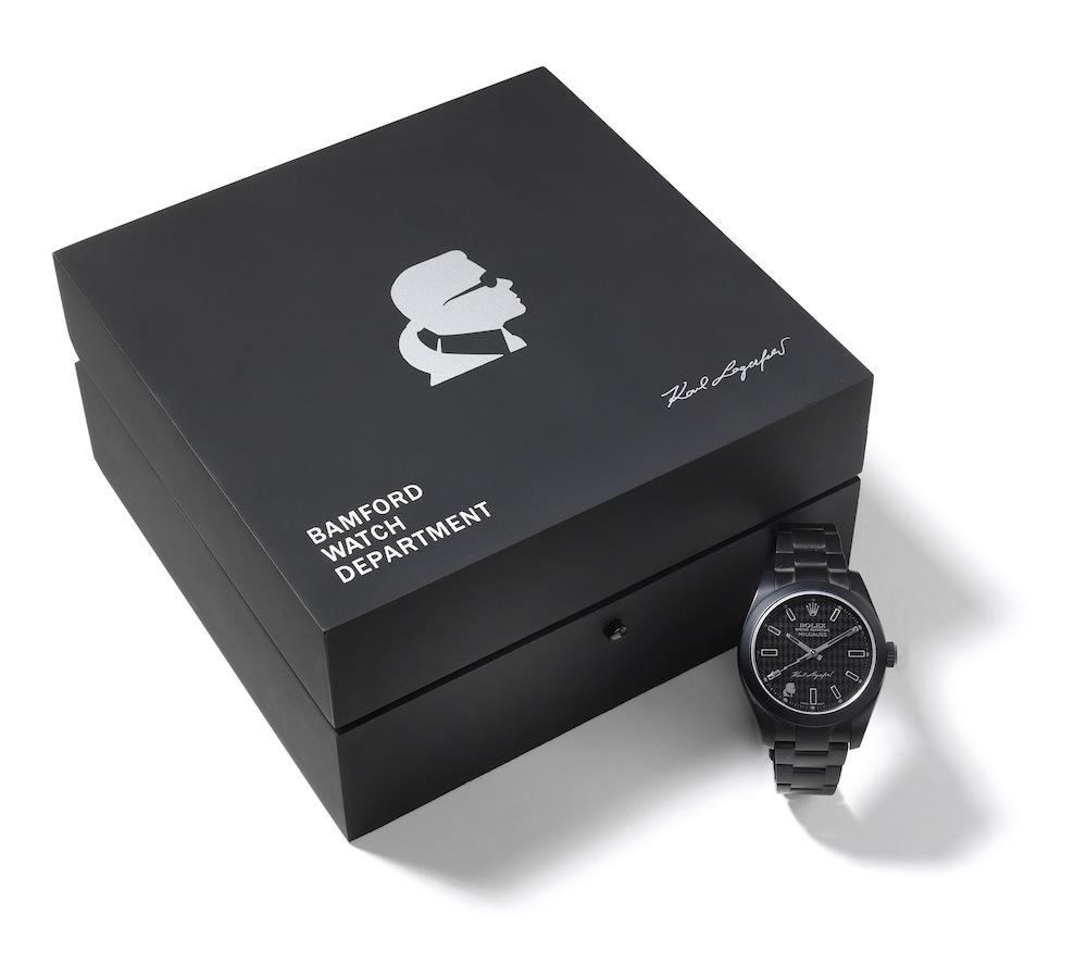 Часы от дизайнера Карла Лагерфельда