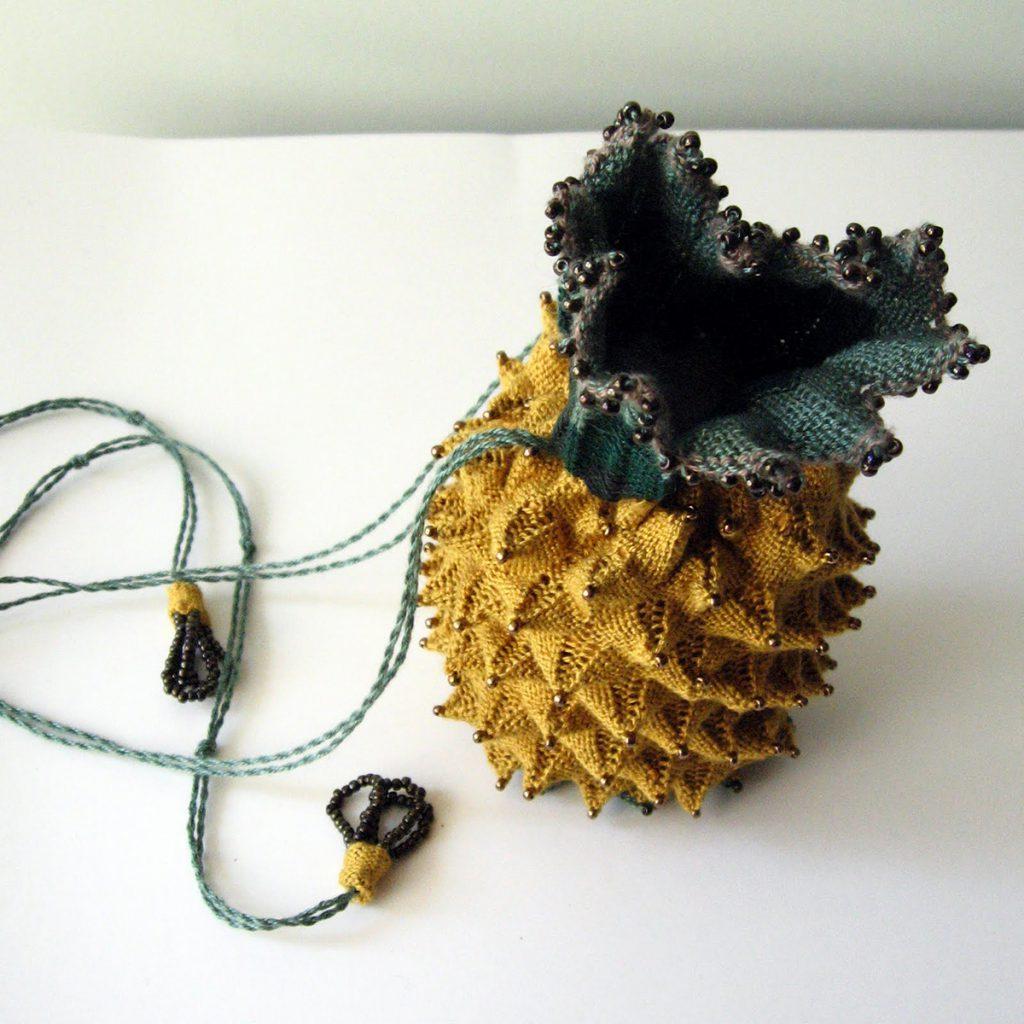Ридикюль в форме ананаса