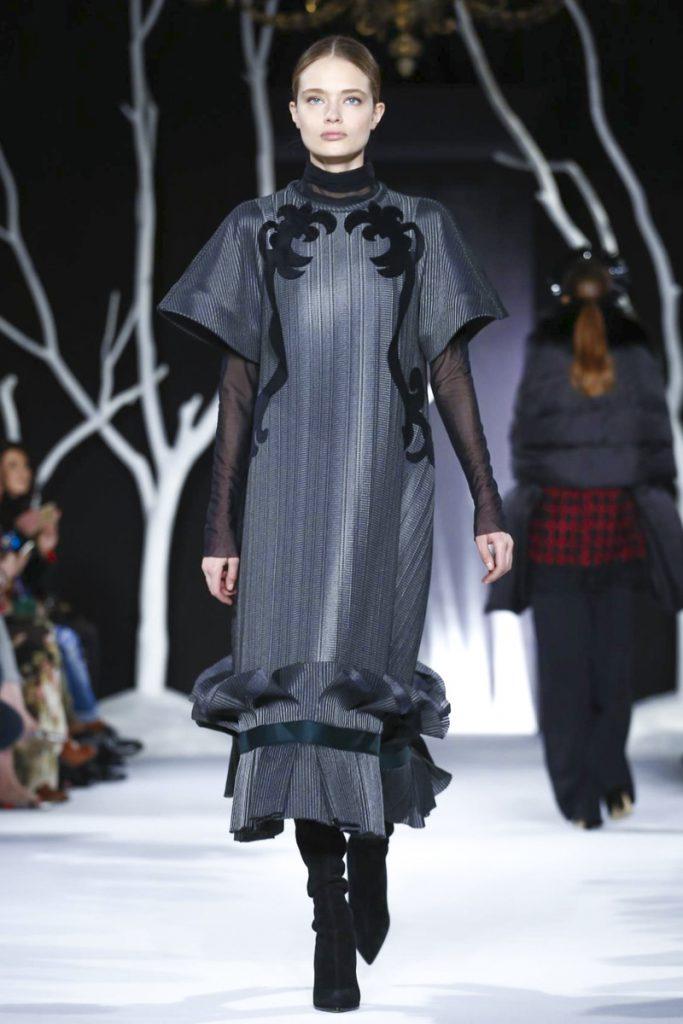 Темное платье от Валентина Юдашкина