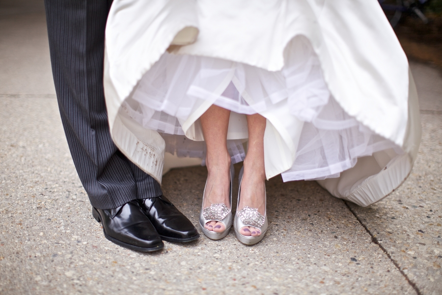 Свадебные босоножки серебряного цвета