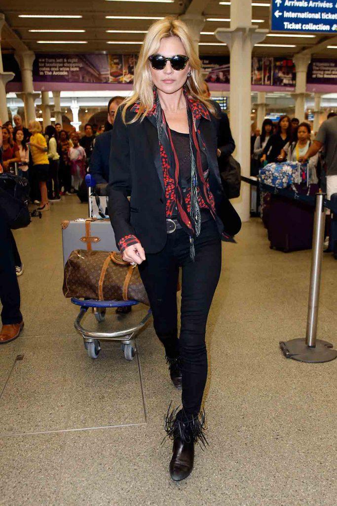 Образ Кейт Мосс в черном цвете
