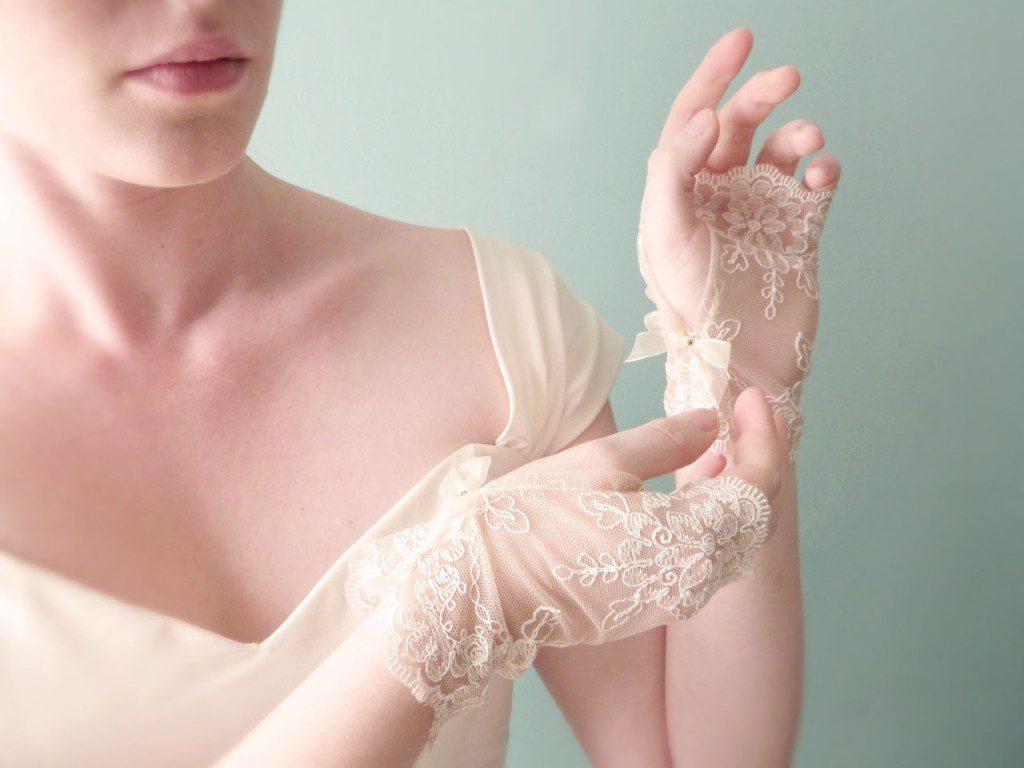 Кремовые кружевные свадебные митенки