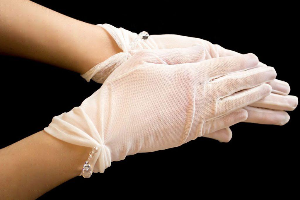 Белые короткие свадебные перчатки