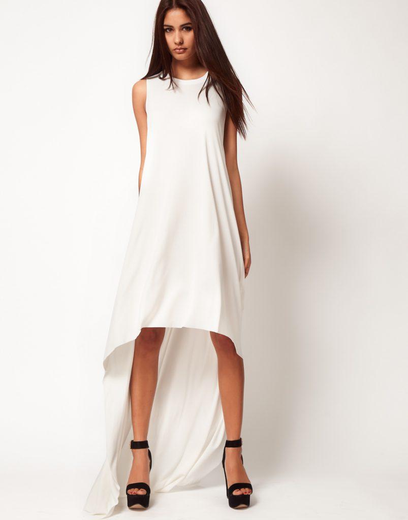 Белое длинное трикотажное платье
