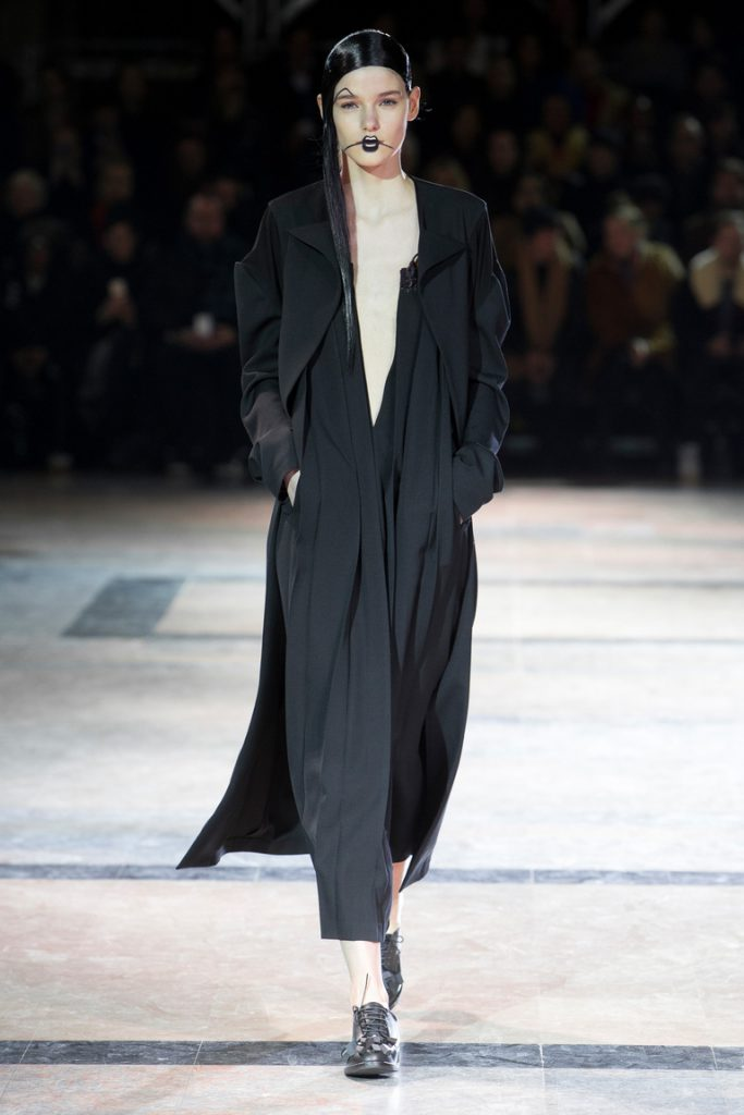 Одежда от японского дизайнера Йоджи Ямамото
