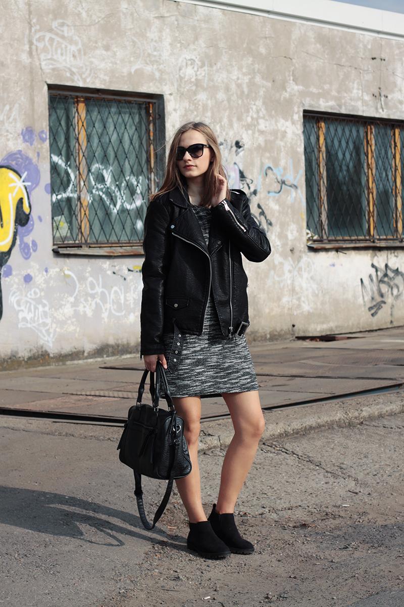 Черные замшевые кроссовки с кожаной курткой