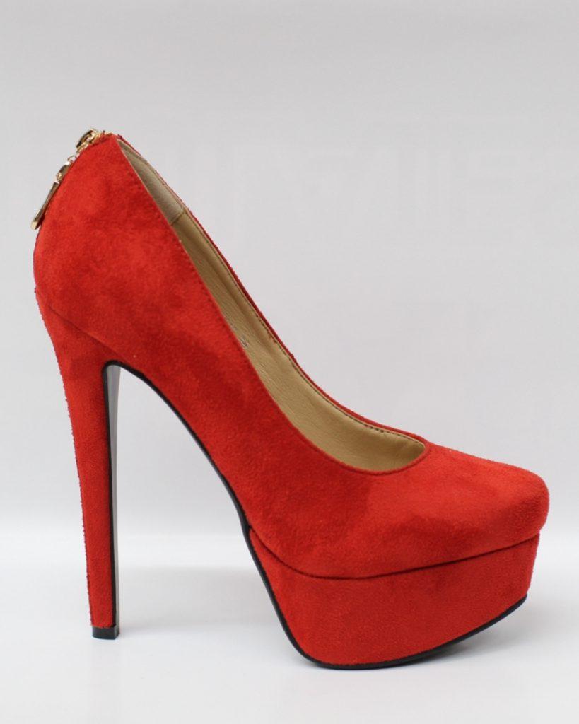 Красные замшевые туфли на высоком каблуке