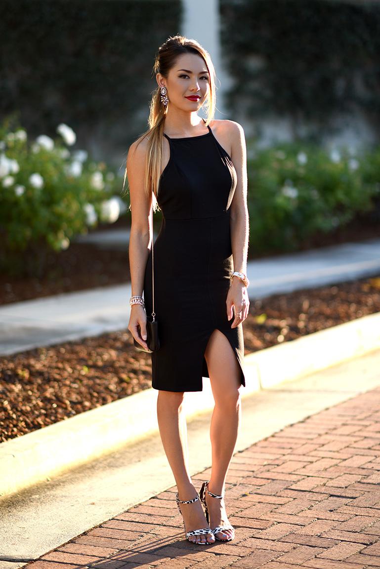 Черно-белые босоножки с черным вечерним платьем