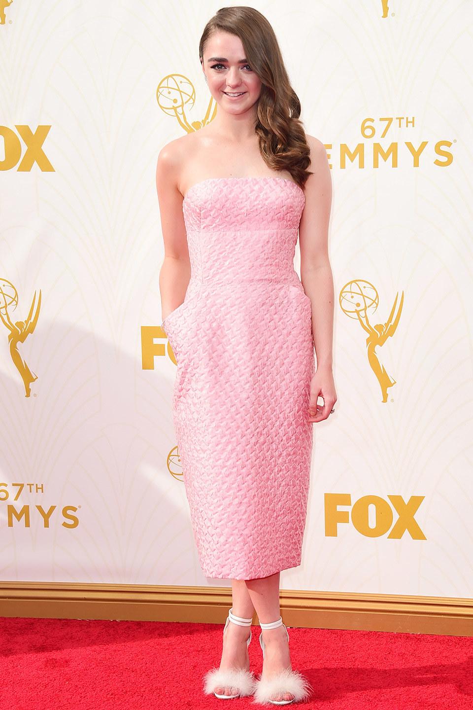 Белые босоножки с мехом с розовым платьем