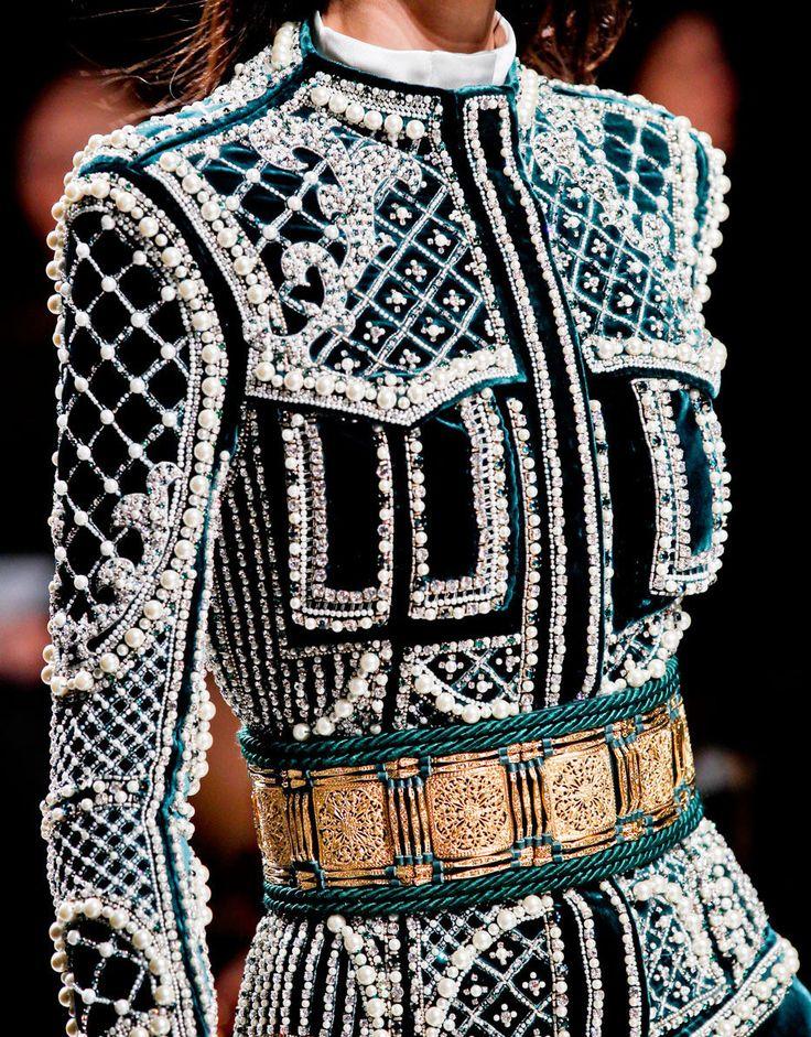 Пиджак с декоративными бусинами