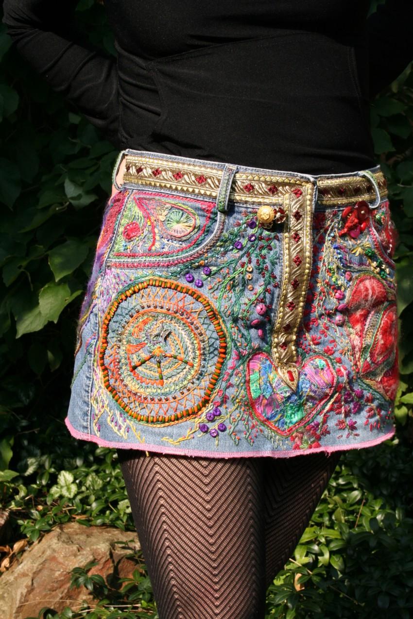 Украшаем джинсовую мини-юбку вышивкой