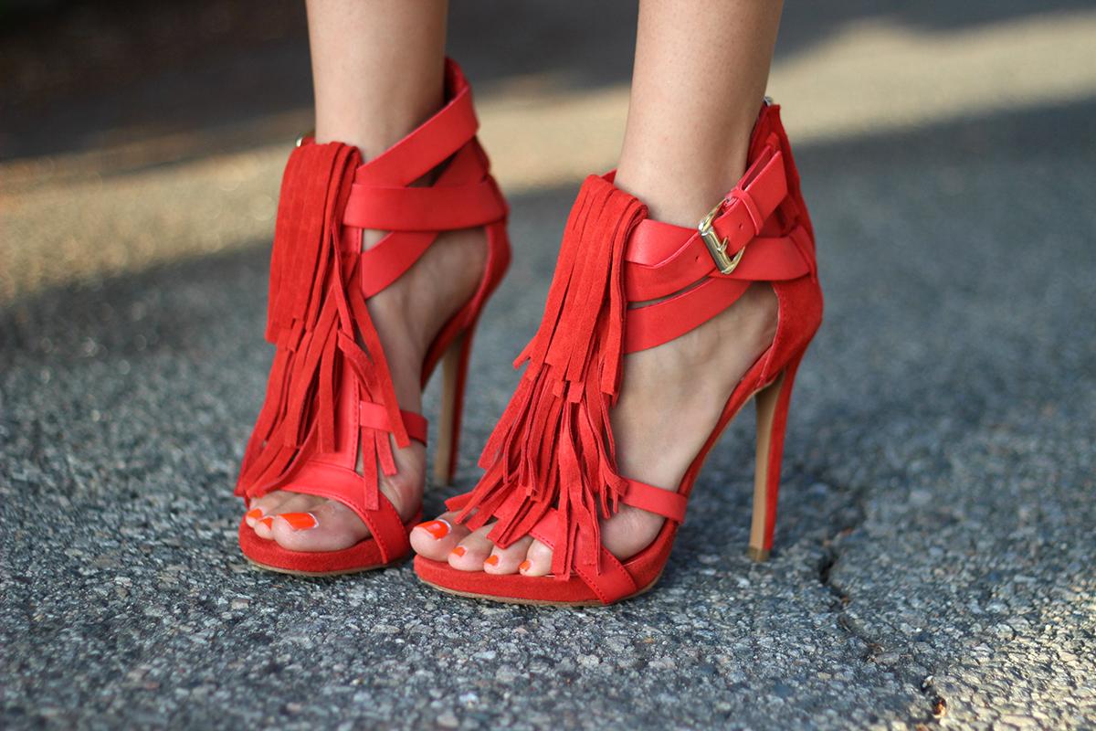Модные красные босоножки из кожи и замши