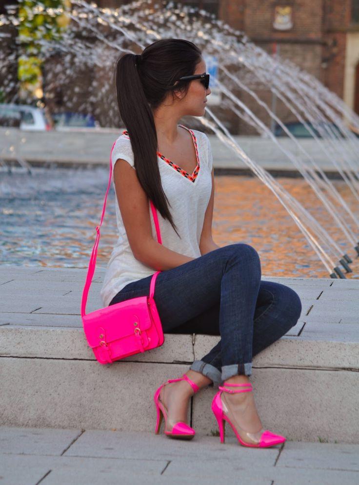 Розовые босоножки с сумкой в тон