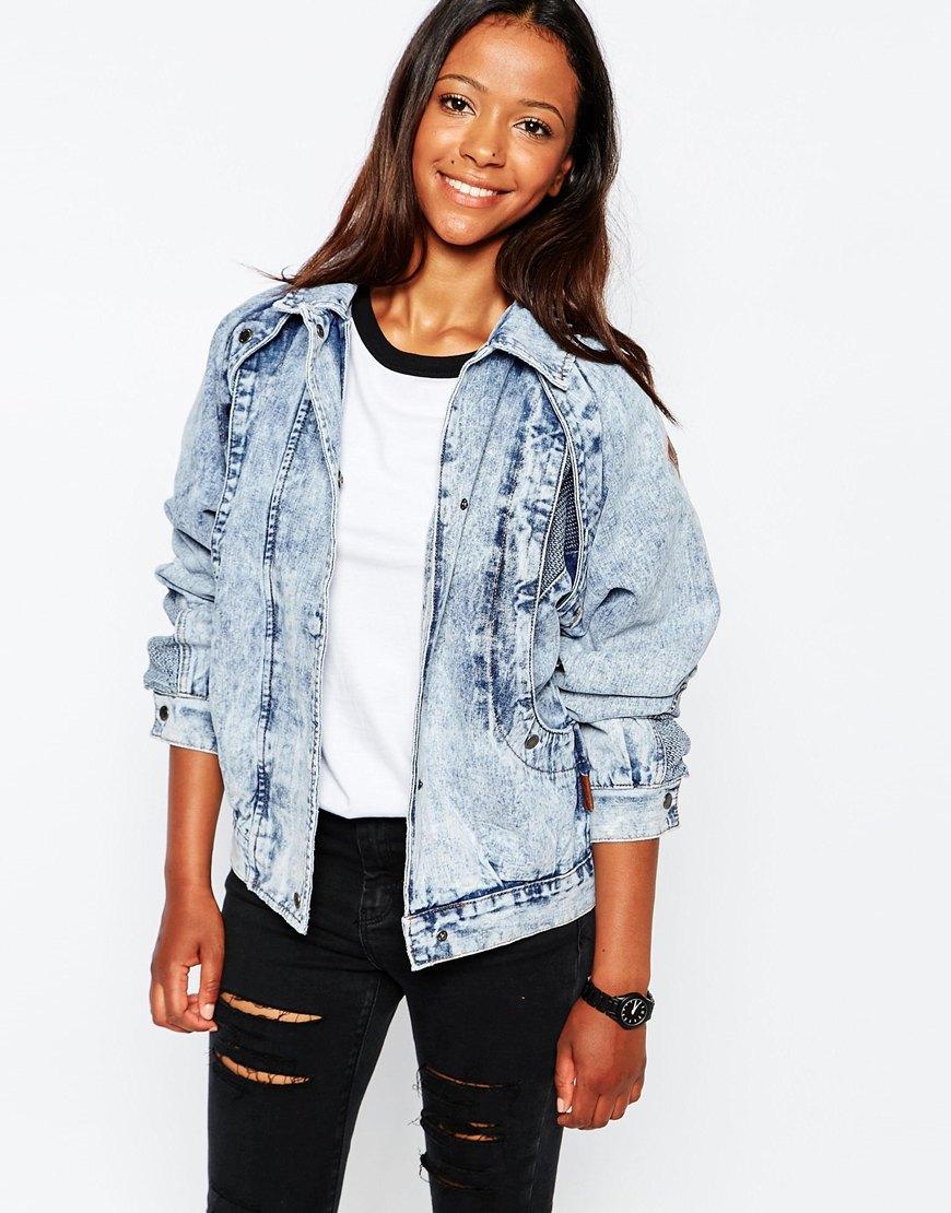 Потертая джинсовая куртка