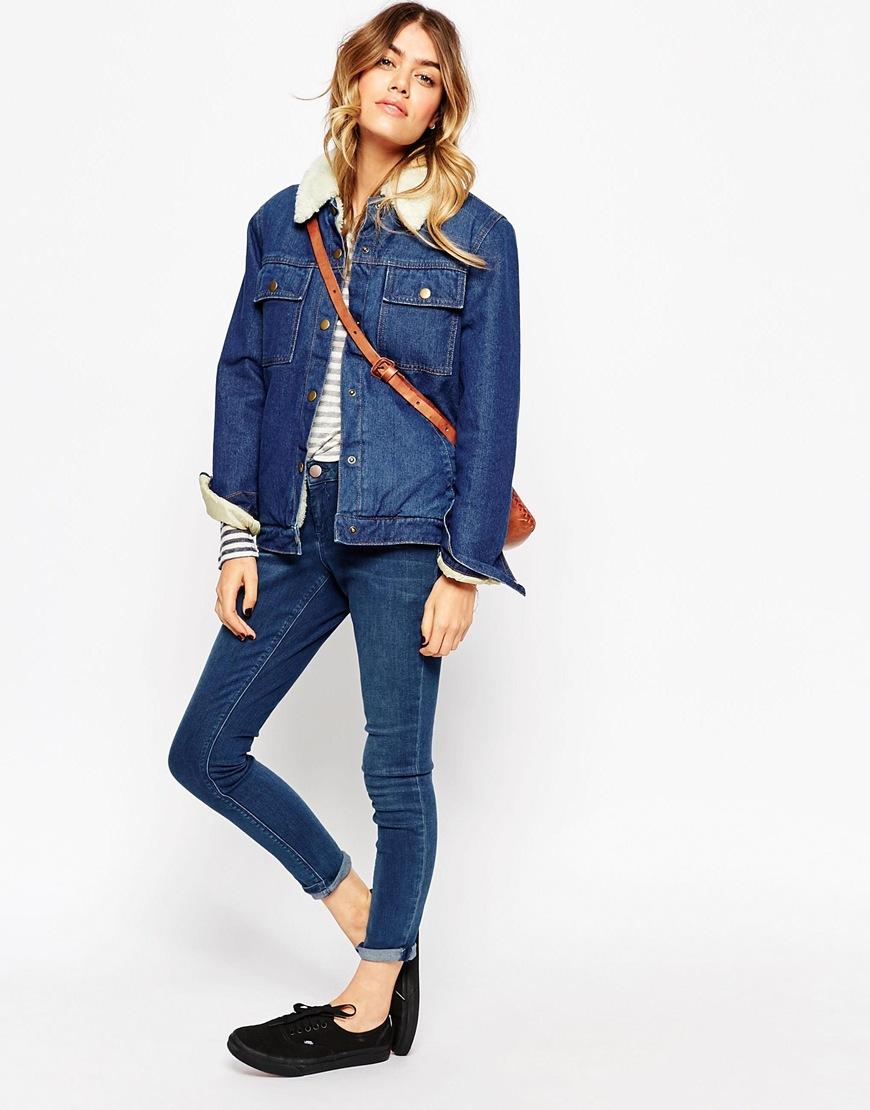 Молодежная джинсовая куртка с джинсами