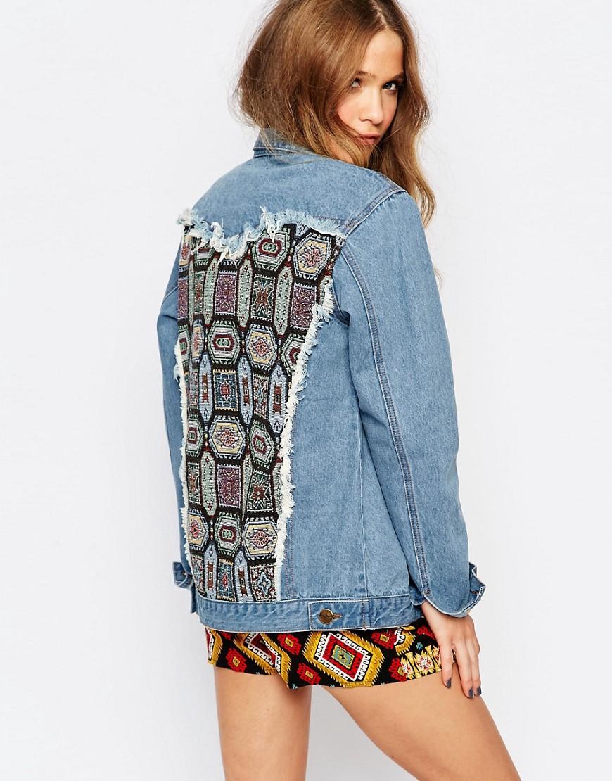 Молодежная джинсовая куртка со вставкой на спине