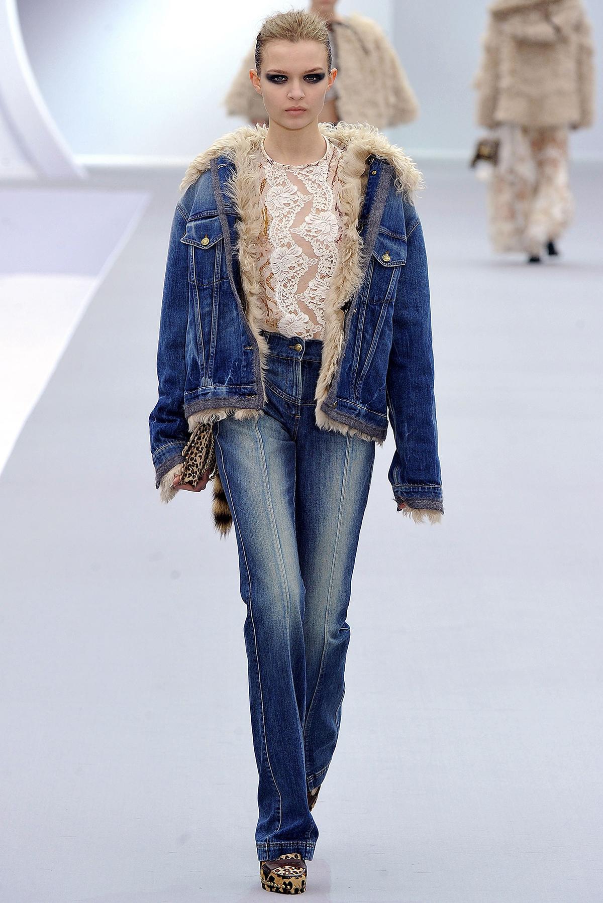 Стильная джинсовая куртка с мехом