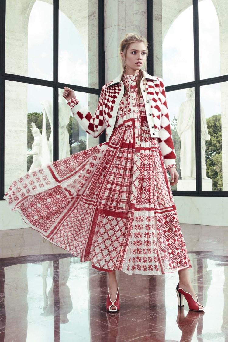 Геометрический узор на платье из круизной коллекции