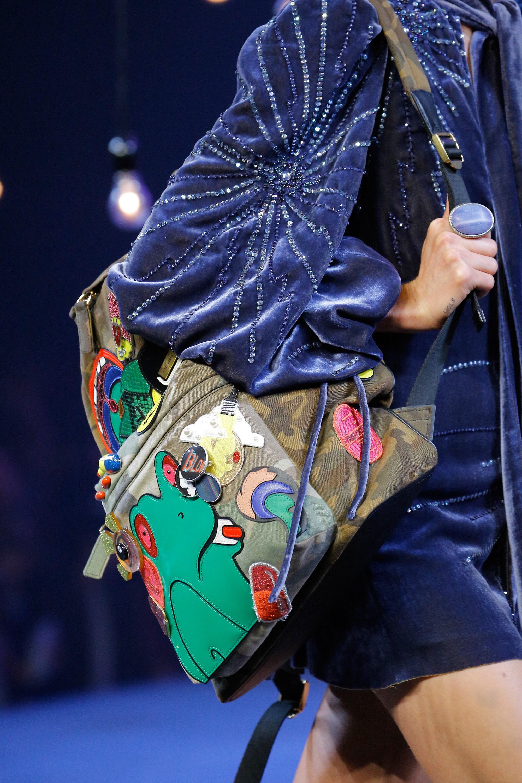 Женский рюкзак с аппликацией