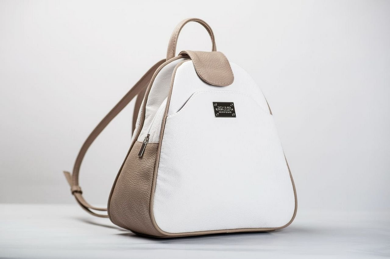 Белый женский рюкзак