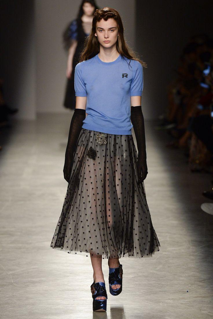 Модная юбка из органзы в горошек