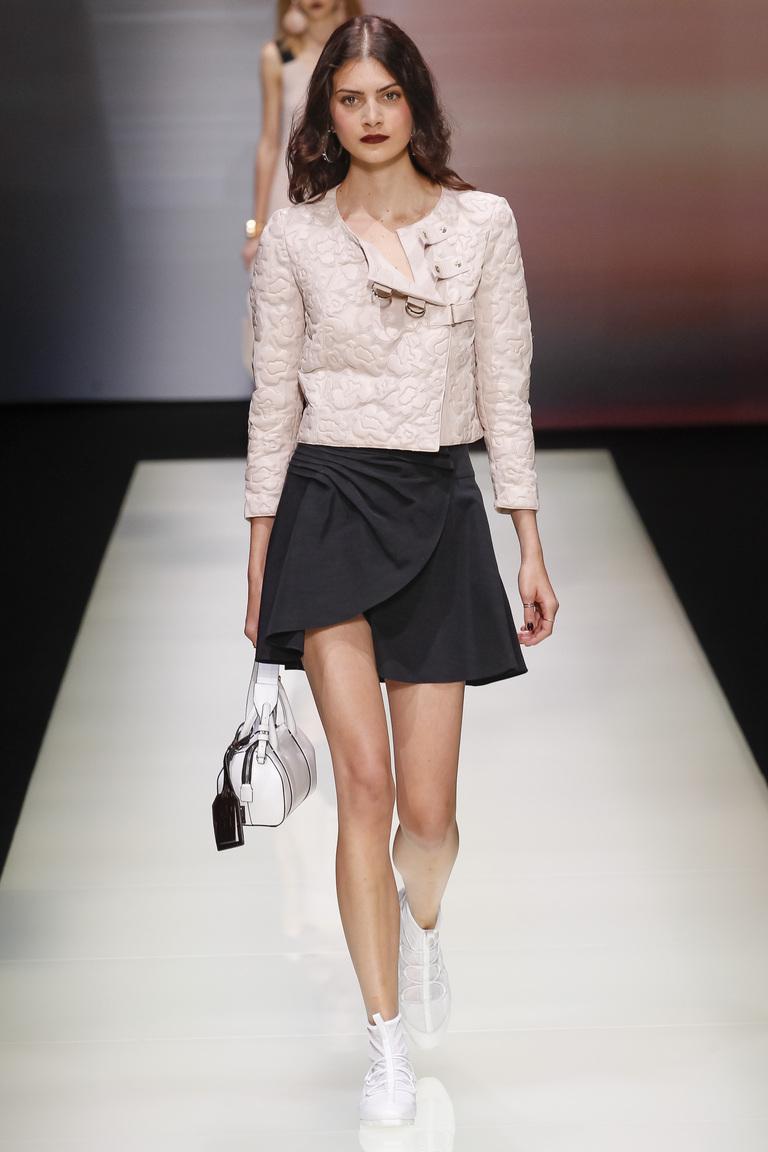 Модная асимметричная мини-юбка