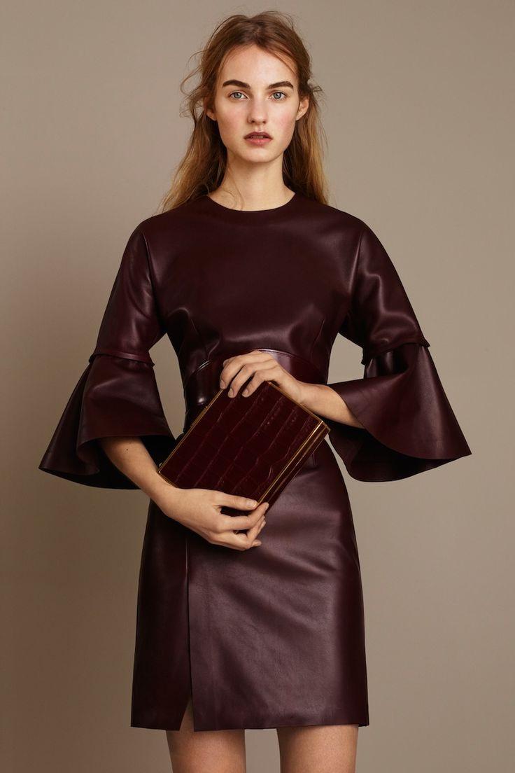 Кожаное платье с объемными рукавами